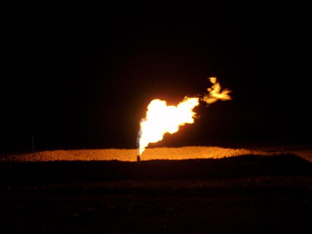 640px-North_Dakota_Flaring_of_Gas